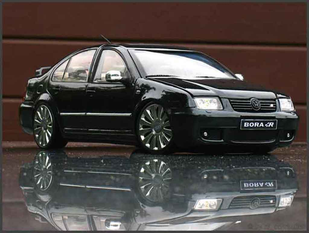 Volkswagen Bora black tuning Revell. Volkswagen Bora black German Look miniature 1/18