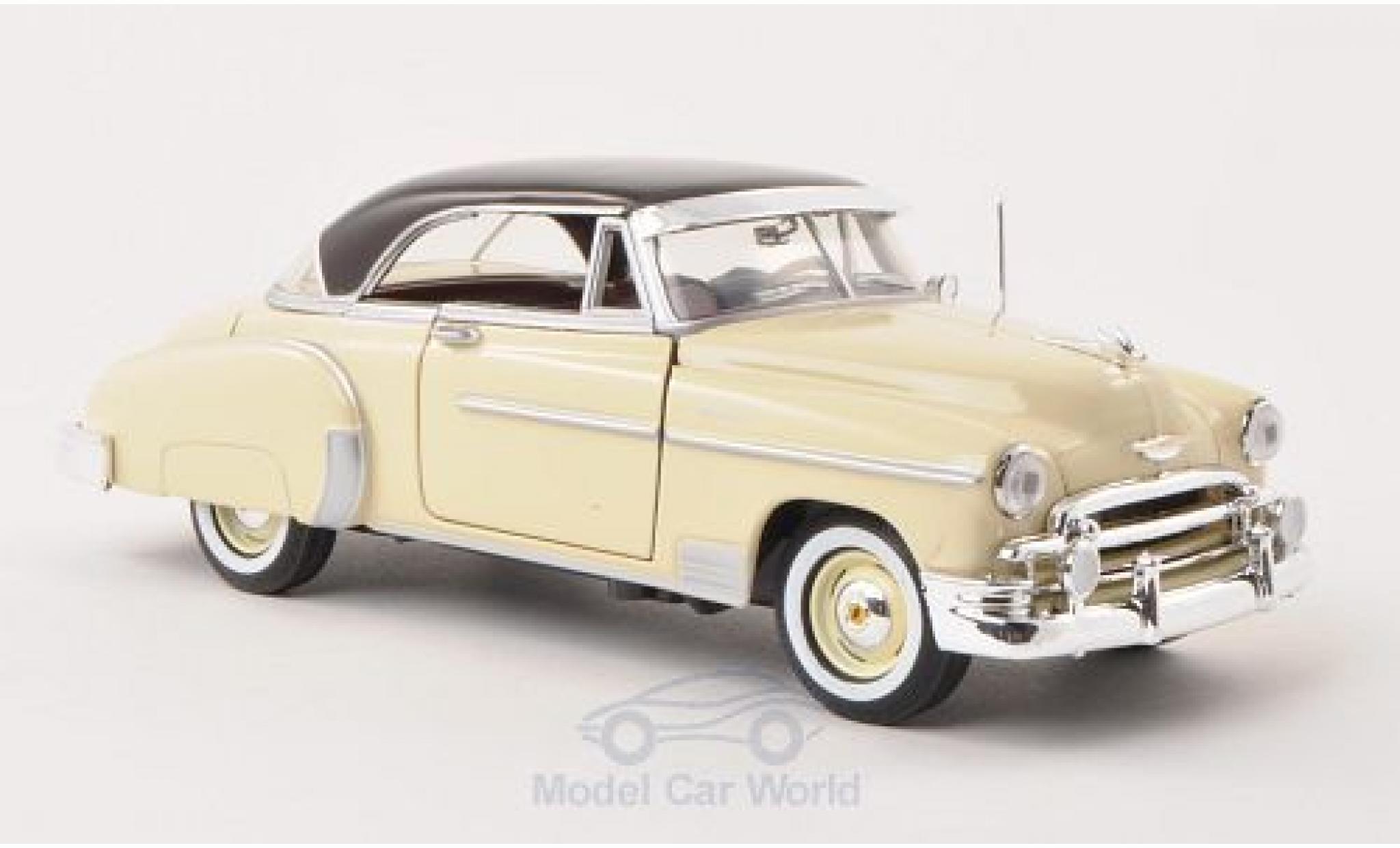 Chevrolet Bel Air 1/24 Motormax Hardtop hellbeige/dunkelmarron 1950