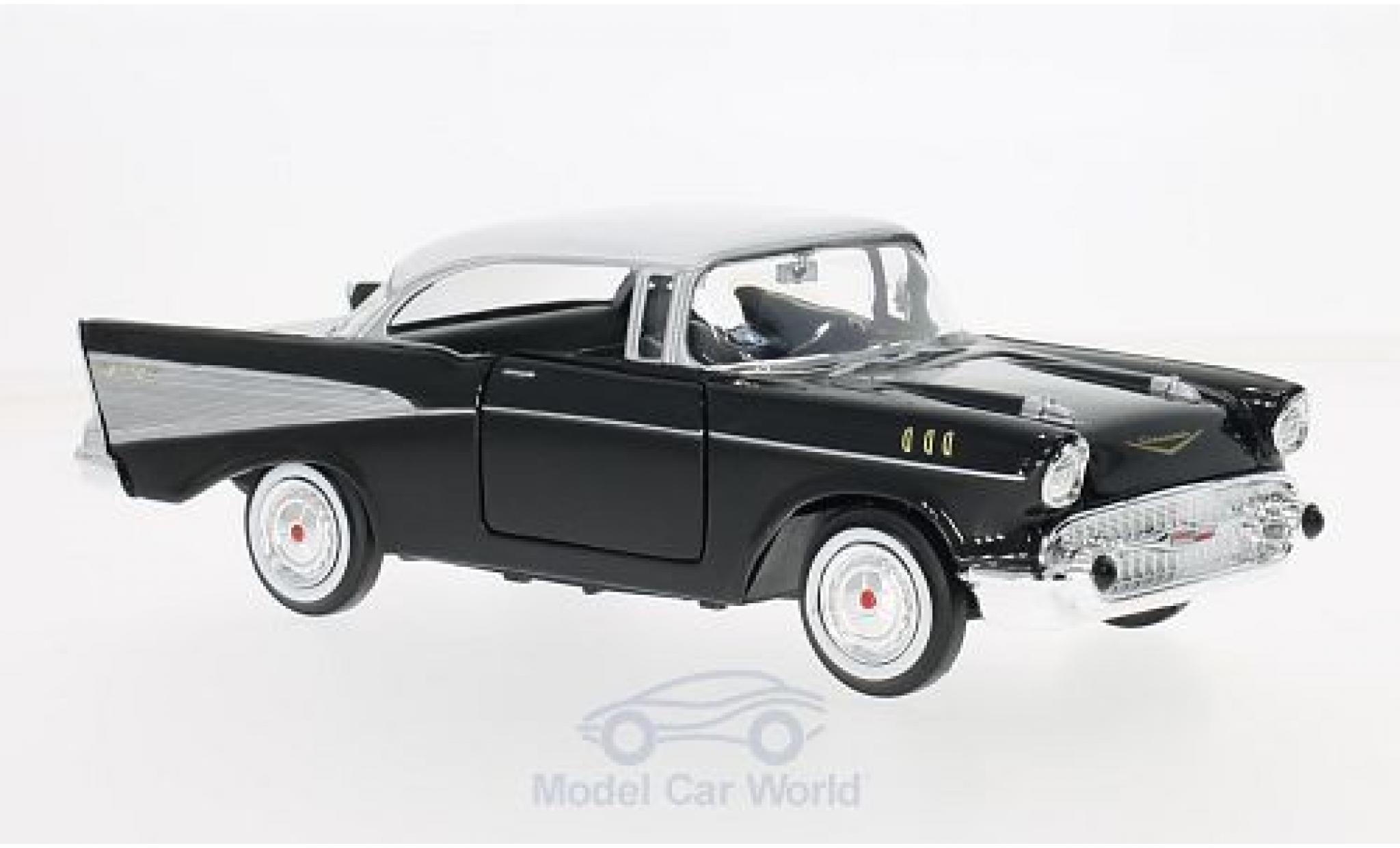 Chevrolet Bel Air 1/24 Motormax noire/blanche 1957