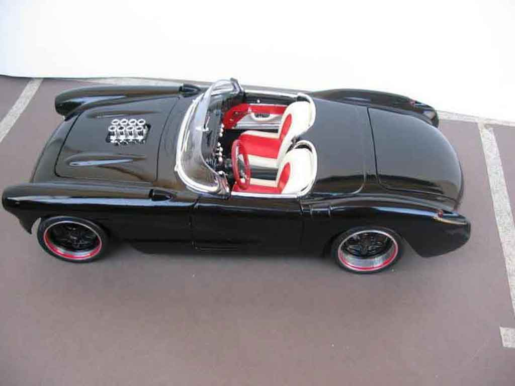 Chevrolet Corvette C1 1/18 Burago chevy v8 drag 1957
