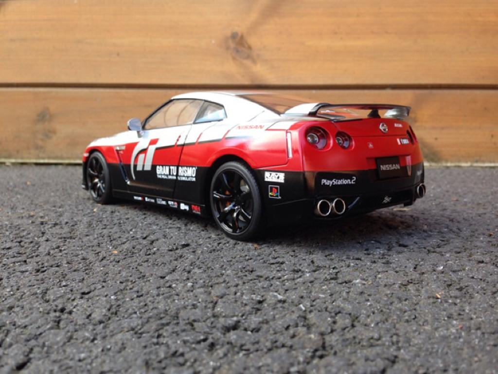 Nissan Skyline R35  décoration Gran Turismo Kyosho