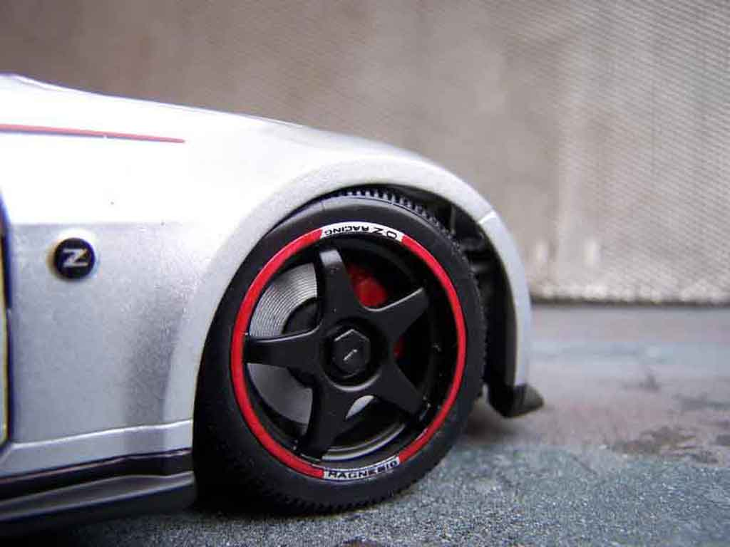 Voiture de collection Nissan 350Z Nismo s-tune jantes oz tuning Autoart. Nissan 350Z Nismo s-tune jantes oz miniature 1/18