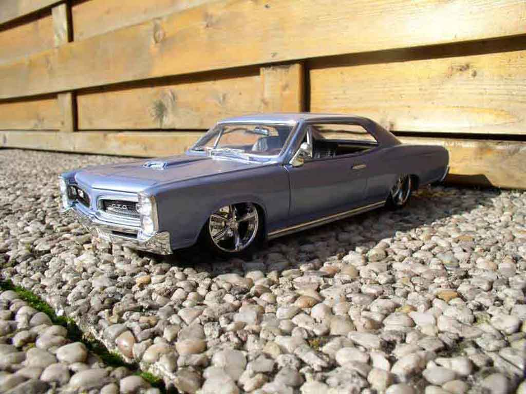 Pontiac GTO 1/18 Welly 1966 bleue ciel tuning miniature