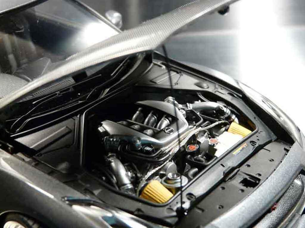 Nissan Skyline R35 1/18 Autoart carbone