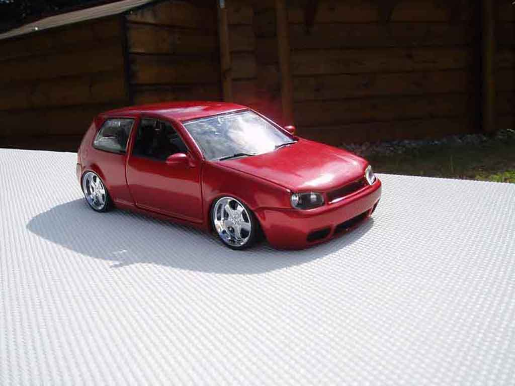 volkswagen golf 4 gti miniature revell 1 18 voiture. Black Bedroom Furniture Sets. Home Design Ideas