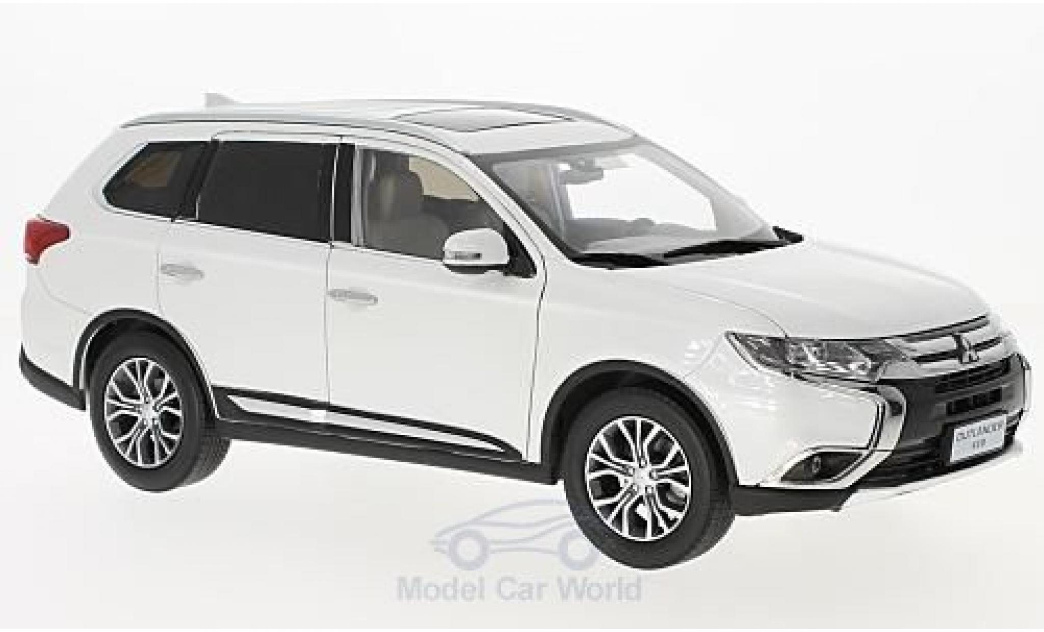 mitsubishi outlander 1 18 paudi blanche 2016 voiture. Black Bedroom Furniture Sets. Home Design Ideas