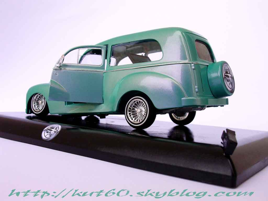 Peugeot 203 1/18 Solido short delivery lowride