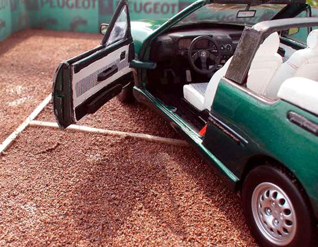 Peugeot 205 CTI 1/18 Solido roland garros cabriolet