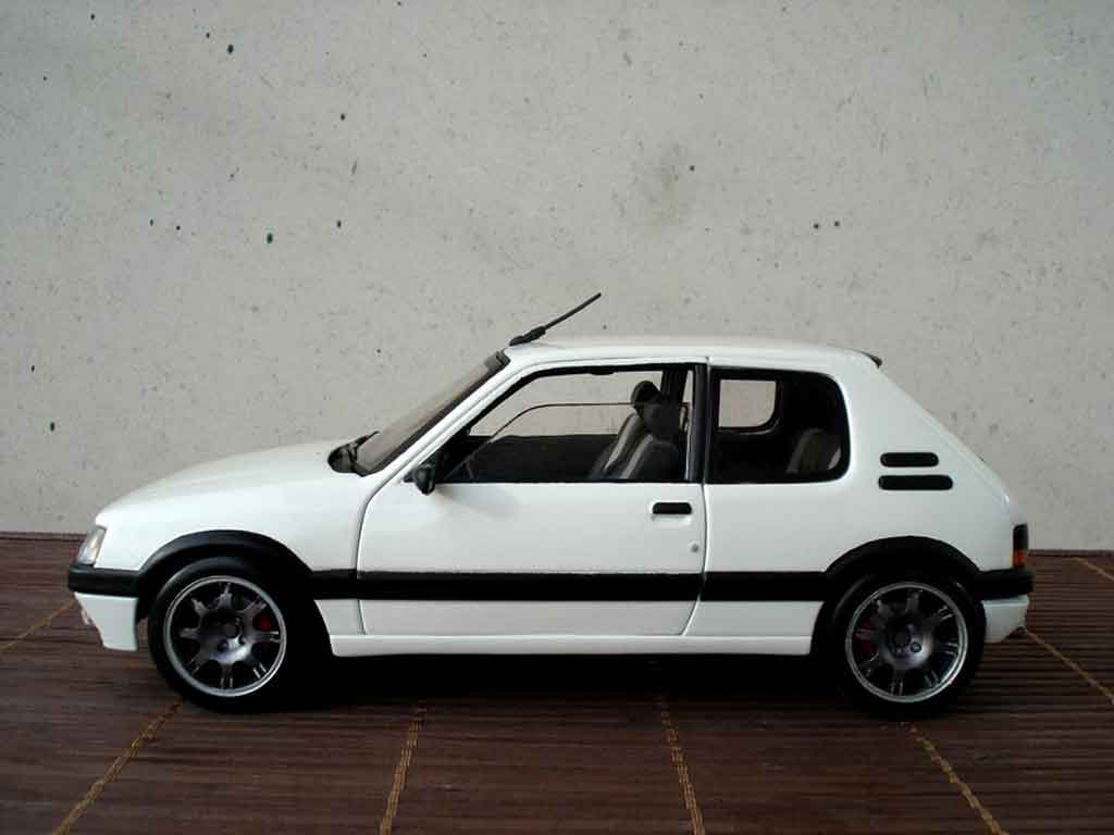 Peugeot 205 GTI 1/18 Solido blanche jantes pts
