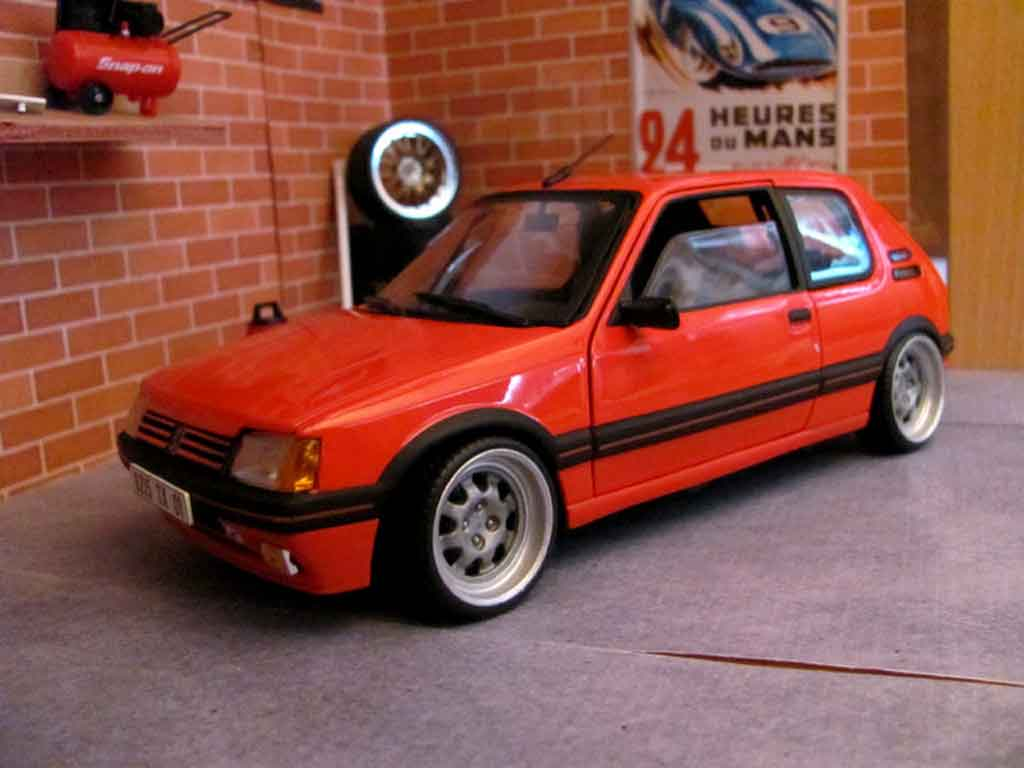 peugeot 205 gti 1 9 rouge vallelunga miniature jantes bords larges solido 1 18 voiture. Black Bedroom Furniture Sets. Home Design Ideas