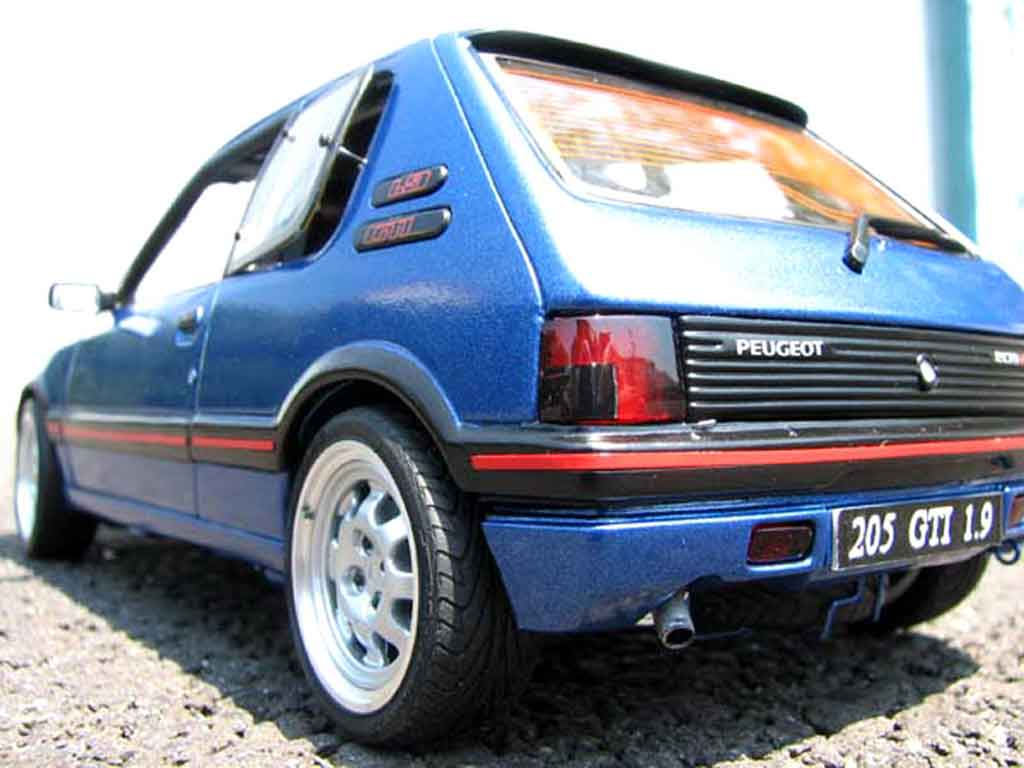 peugeot 205 gti 1 9 bleu miami miniature bleu miami solido 1 18 voiture. Black Bedroom Furniture Sets. Home Design Ideas