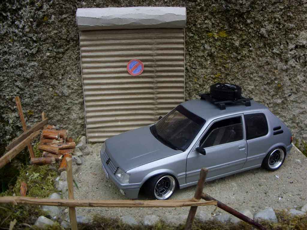 Miniature Peugeot 205 GTI grise german look tuning Solido. Peugeot 205 GTI grise german look miniature 1/18