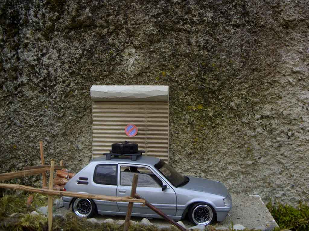Peugeot 205 GTI grise german look tuning Solido. Peugeot 205 GTI grise german look miniature miniature 1/18