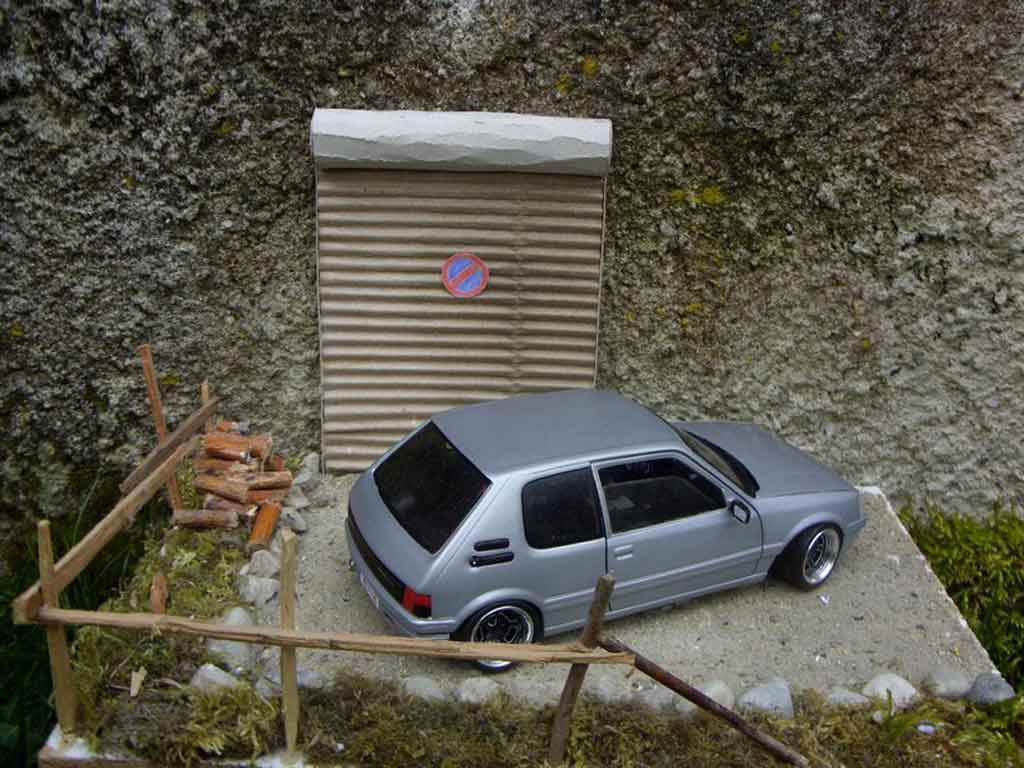 Auto miniature Peugeot 205 GTI grise german look tuning Solido. Peugeot 205 GTI grise german look miniature 1/18