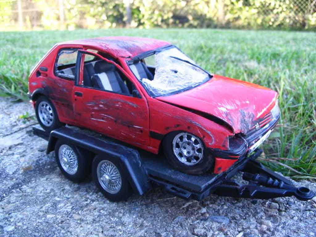 Peugeot 205 gti 1 9 rouge vallelunga red accidentee solido for Housse 205 gti