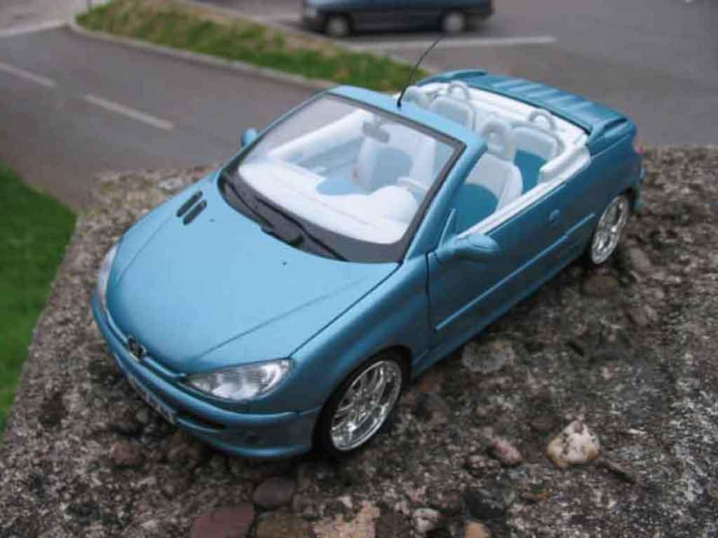 Peugeot 206 CC 1/18 Solido blue jantes chromees