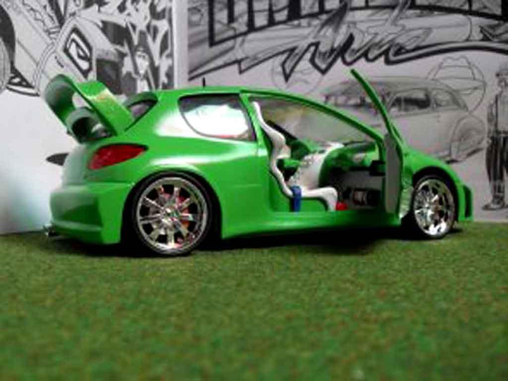 Peugeot 206 WRC 1/18 Solido mela verde