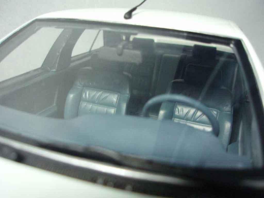 Peugeot 405 Mi16 1/18 Ottomobile phase 2 1992 blanche
