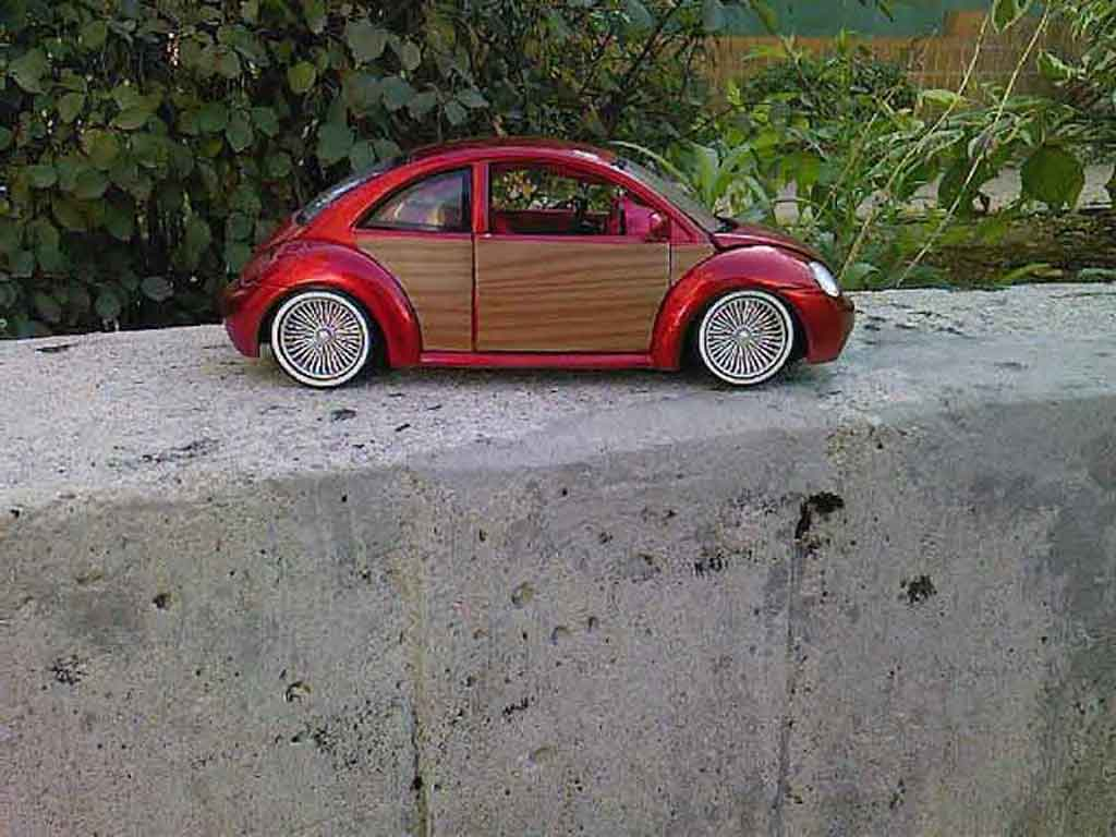 Volkswagen New Beetle 1/18 Burago low rider