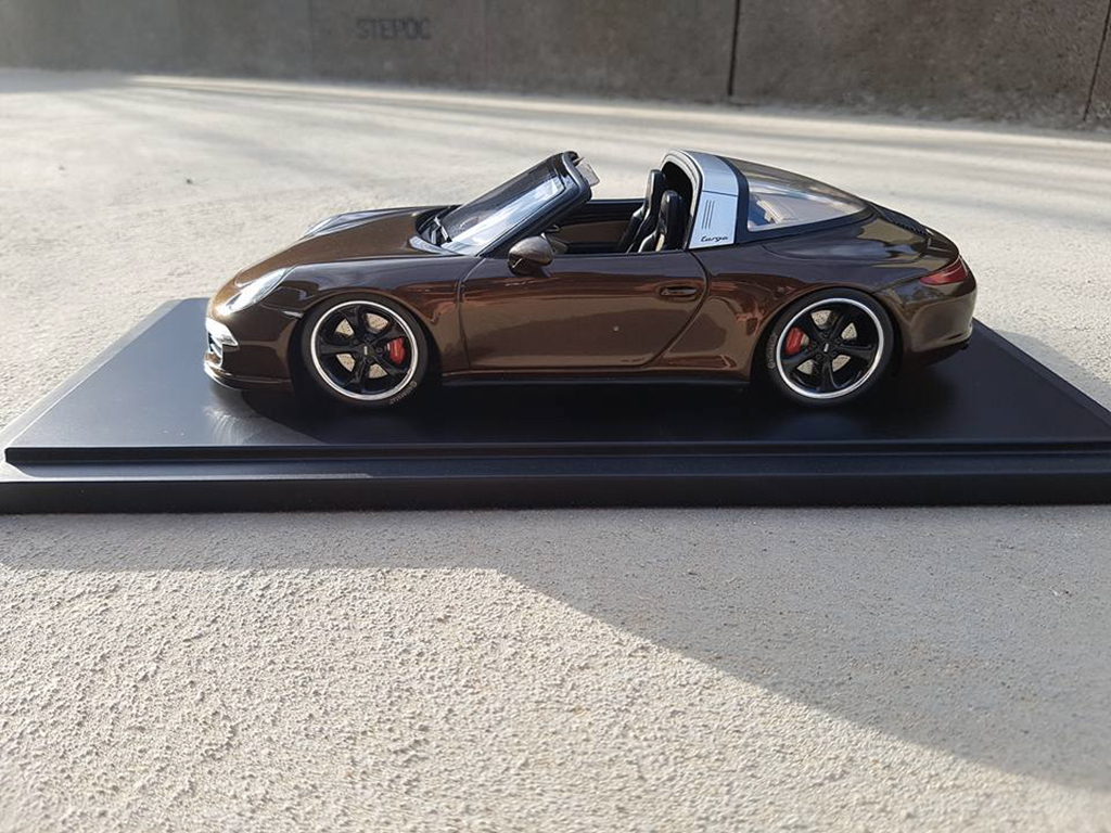 Voiture de collection Porsche 991 Targa 4 GTS marron jantes techart tuning GT Spirit. Porsche 991 Targa 4 GTS marron jantes techart miniature 1/18