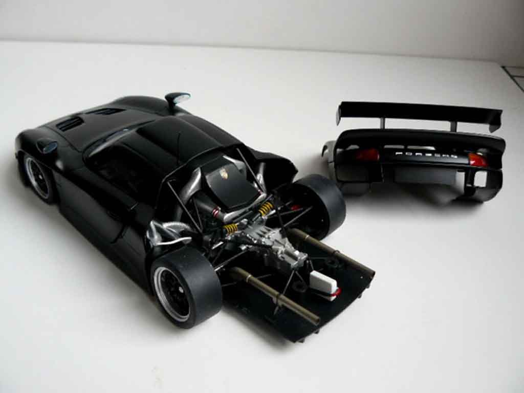porsche 996 gt1 miniature noire ut models 1 18 voiture. Black Bedroom Furniture Sets. Home Design Ideas