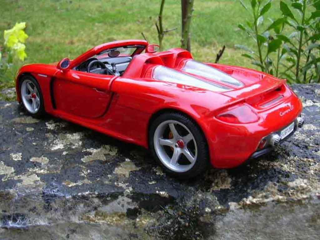 Porsche Carrera GT 1/18 Maisto rouge