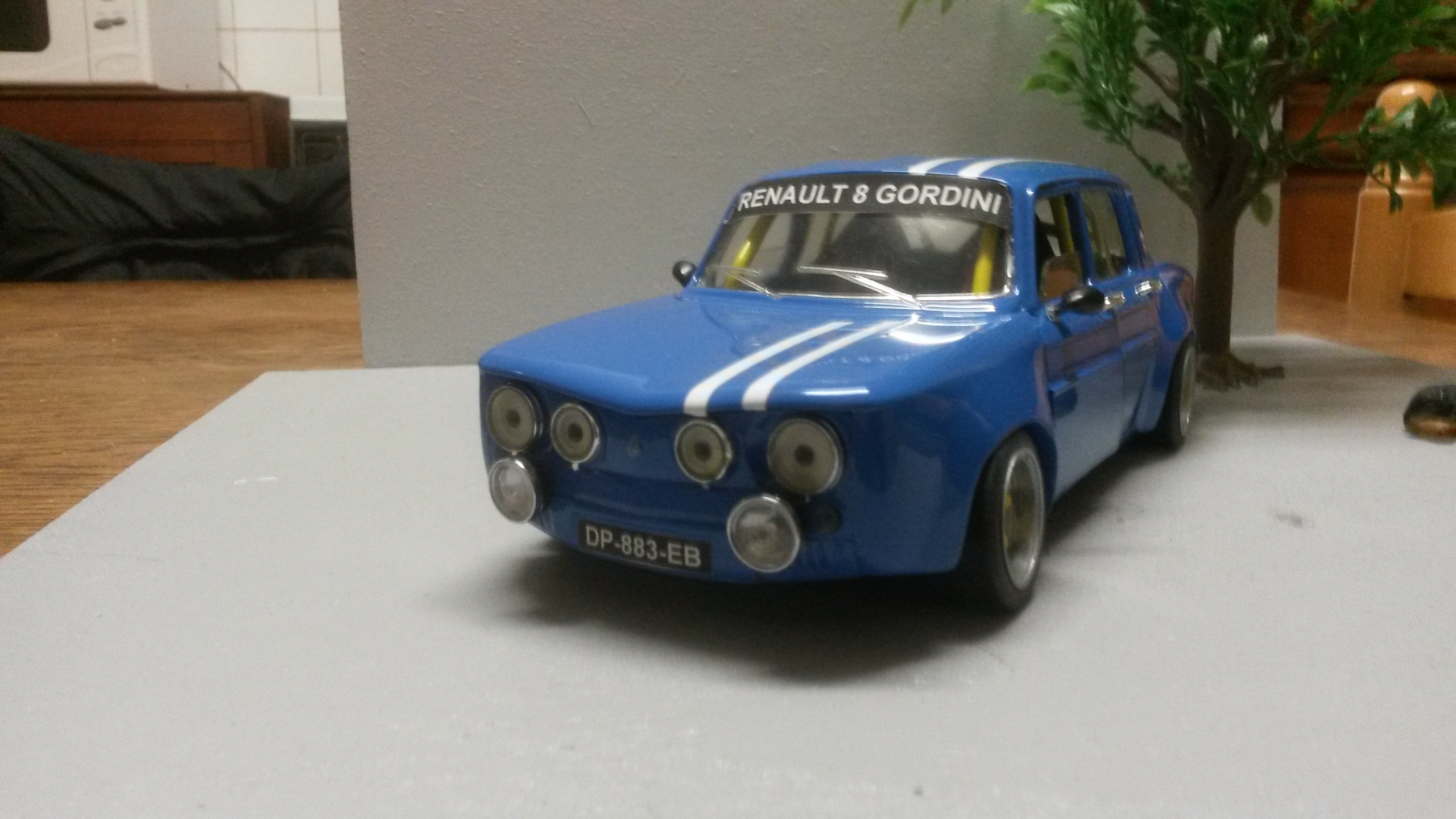 Renault 8 Gordini 1/18 Burago bleu kit large groupe A tuning miniature