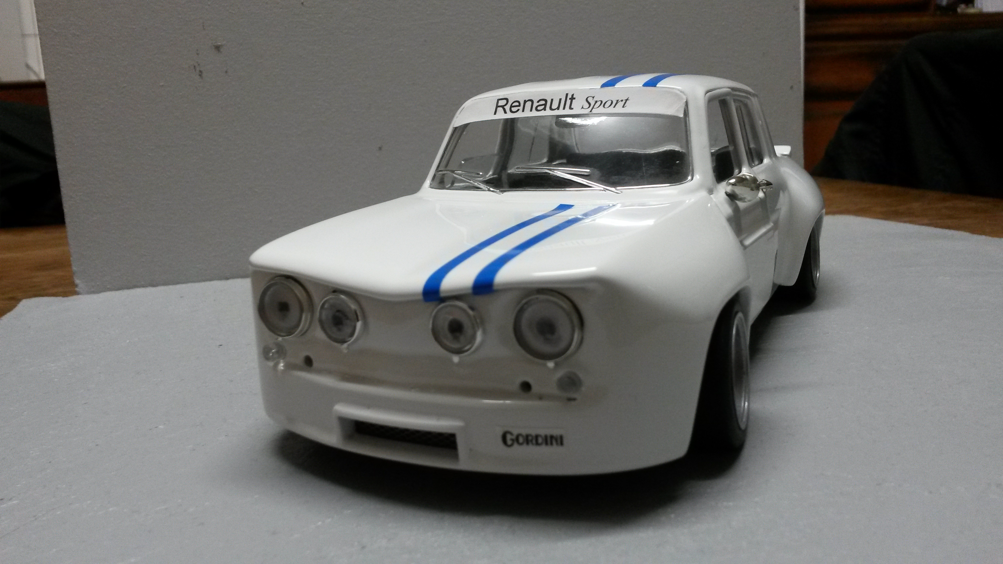 Renault 8 Gordini 1/18 Solido kit large groupe A white bandes blues tuning diecast