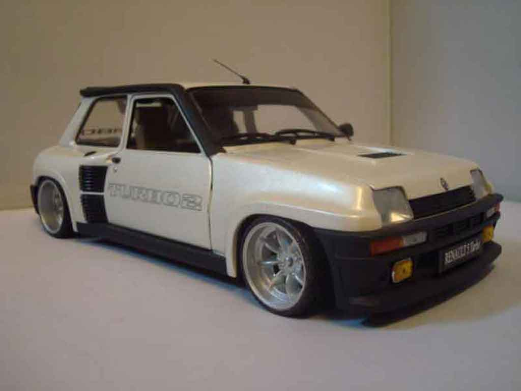 renault 5 turbo miniature 2 blanche universal hobbies 1 18 voiture. Black Bedroom Furniture Sets. Home Design Ideas