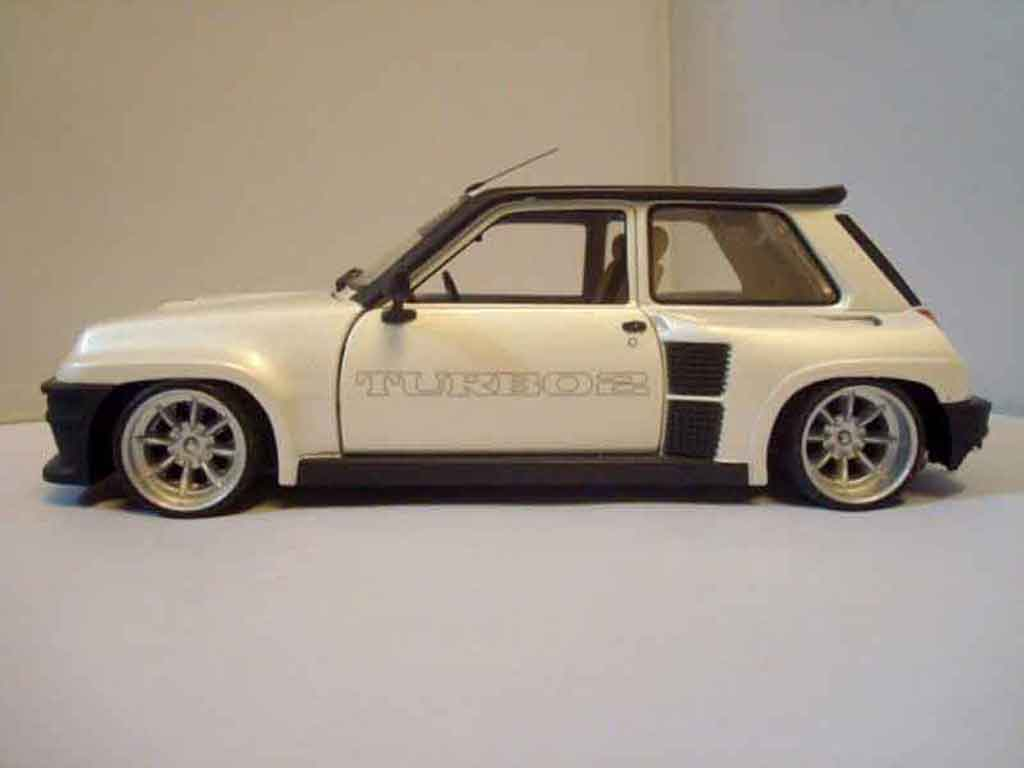 Renault 5 Turbo 1/18 Universal Hobbies 2 bianca