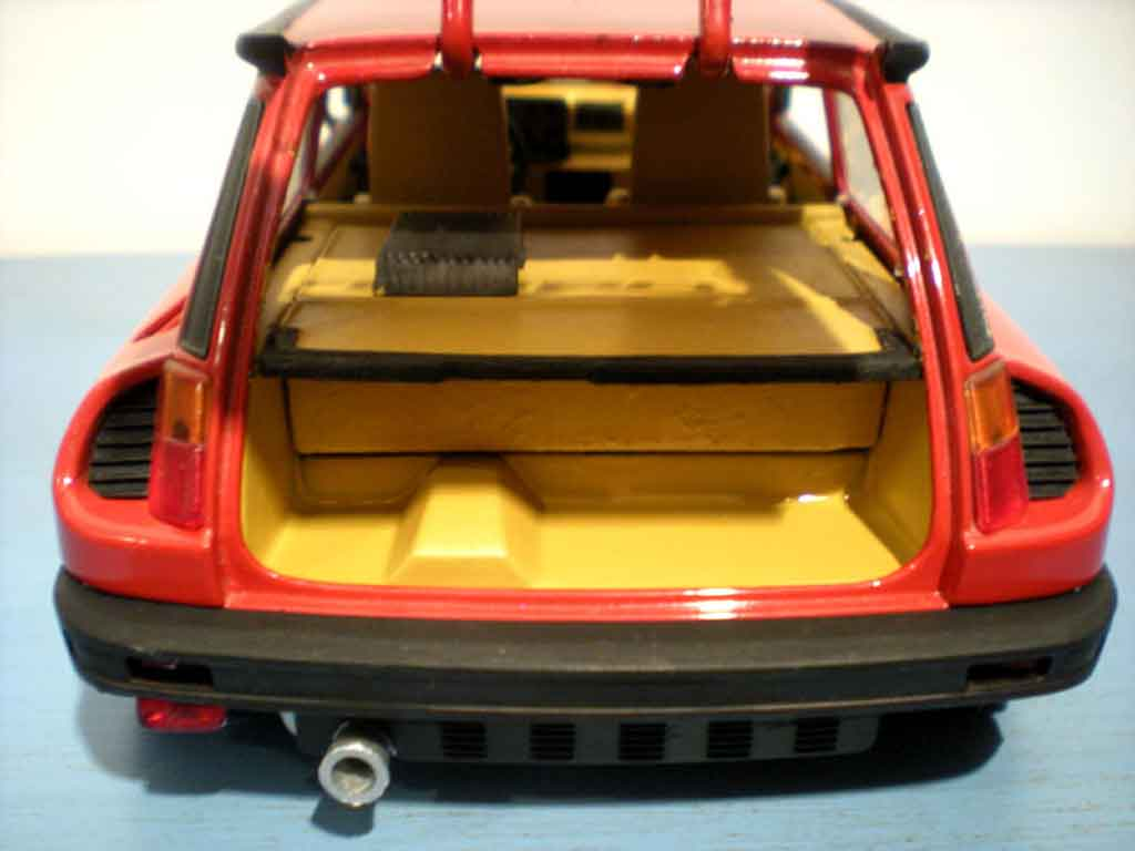 Renault 5 Turbo rouge jantes gotti 073r tuning Universal Hobbies. Renault 5 Turbo rouge jantes gotti 073r miniature auto miniature 1/18