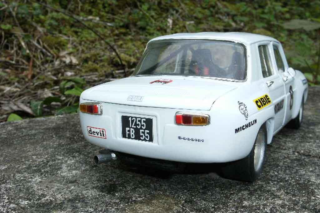 Renault 8 Gordini 1/18 Solido blanche jantes larges et kit carrosserie dinacar