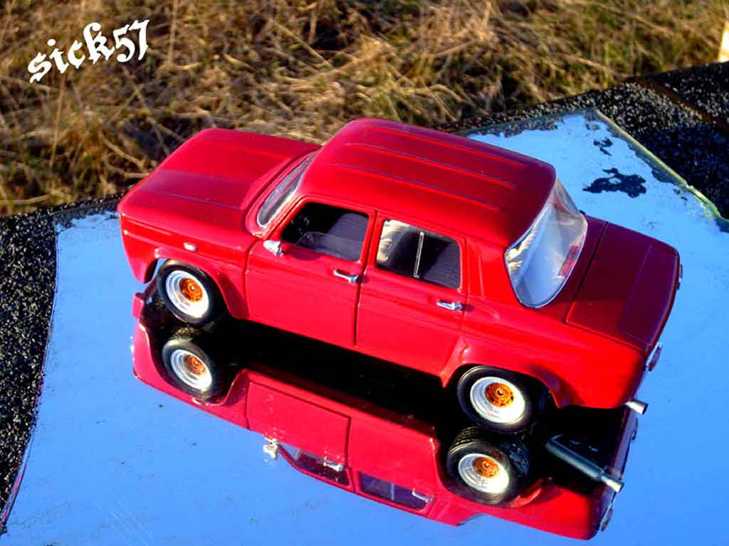 Renault 8 Gordini 1/18 Solido rot ailes larges