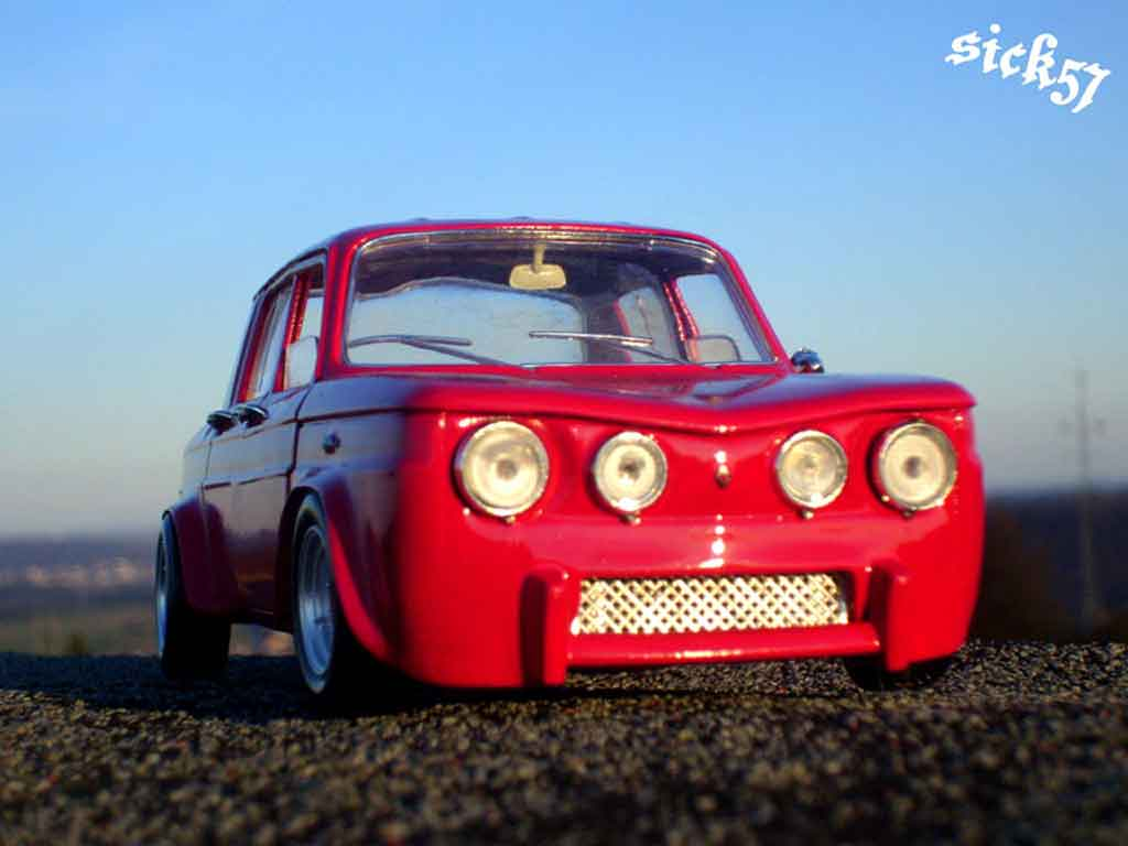 Renault 8 Gordini 1/18 Solido rouge ailes larges tuning miniature