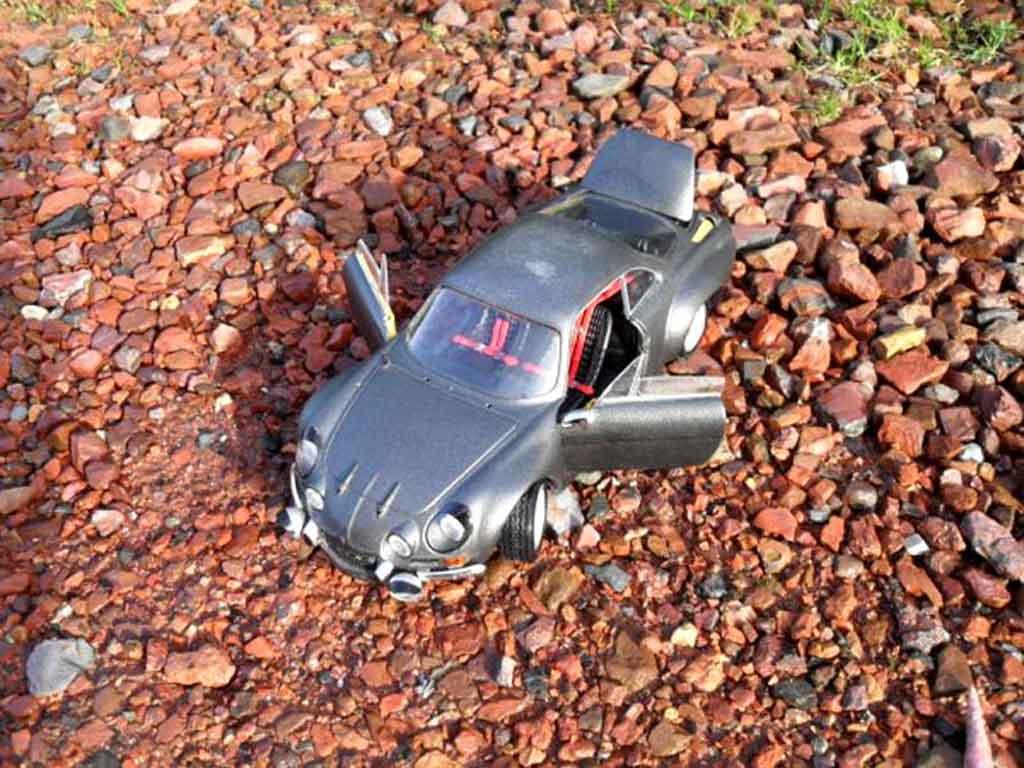 Alpine A110 1/18 Burago 1800 s gray