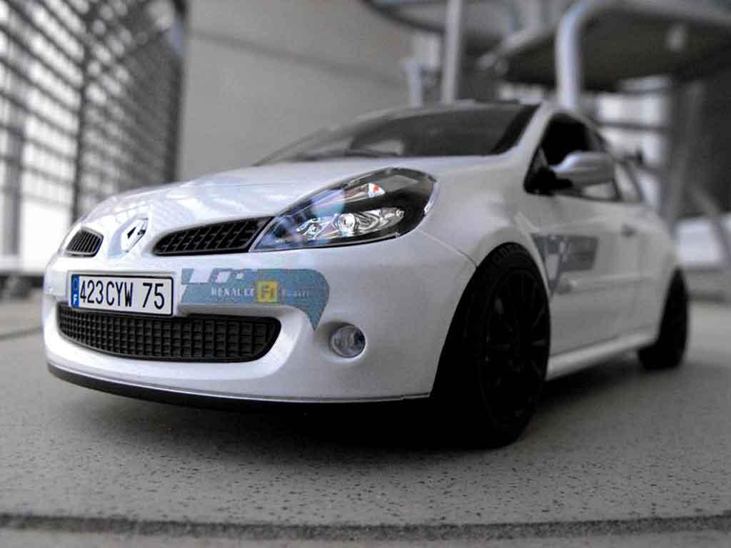 Renault Clio 3 RS 1/18 Solido f1 team blanc glacier