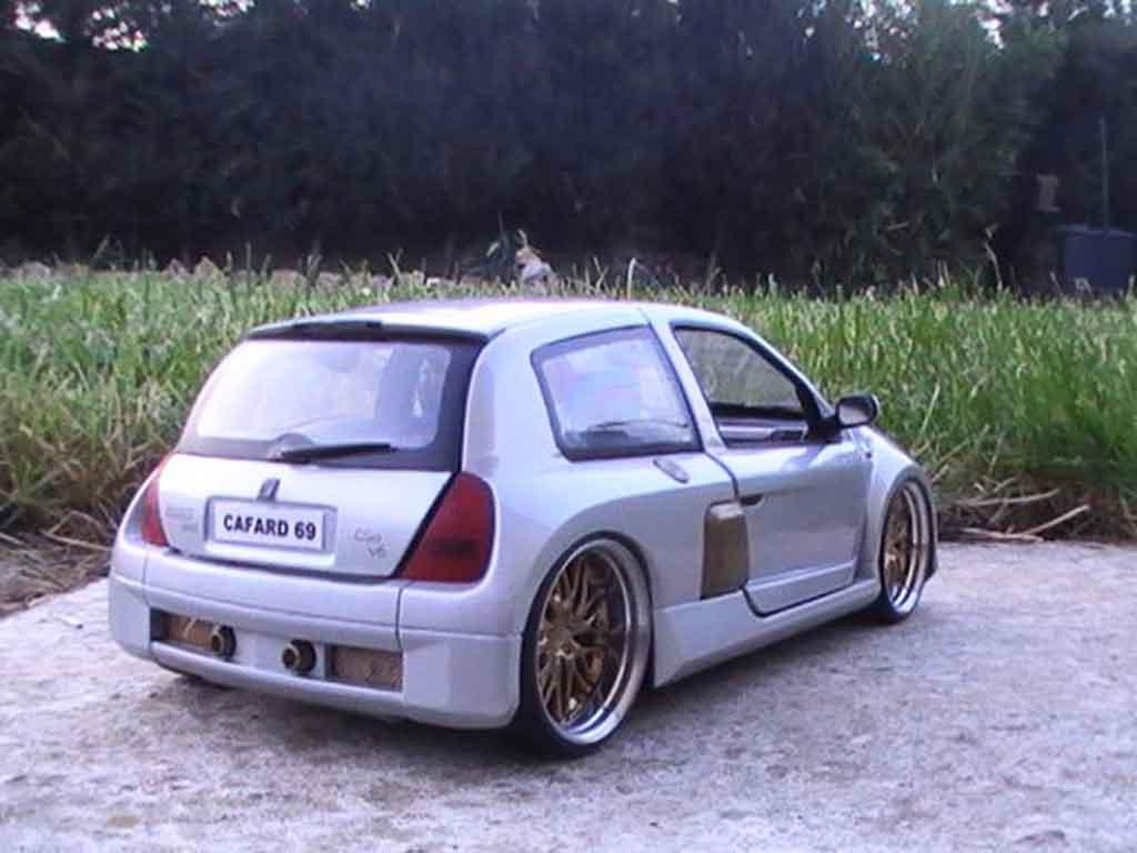 Renault Clio V6 1/18 Universal Hobbies williams