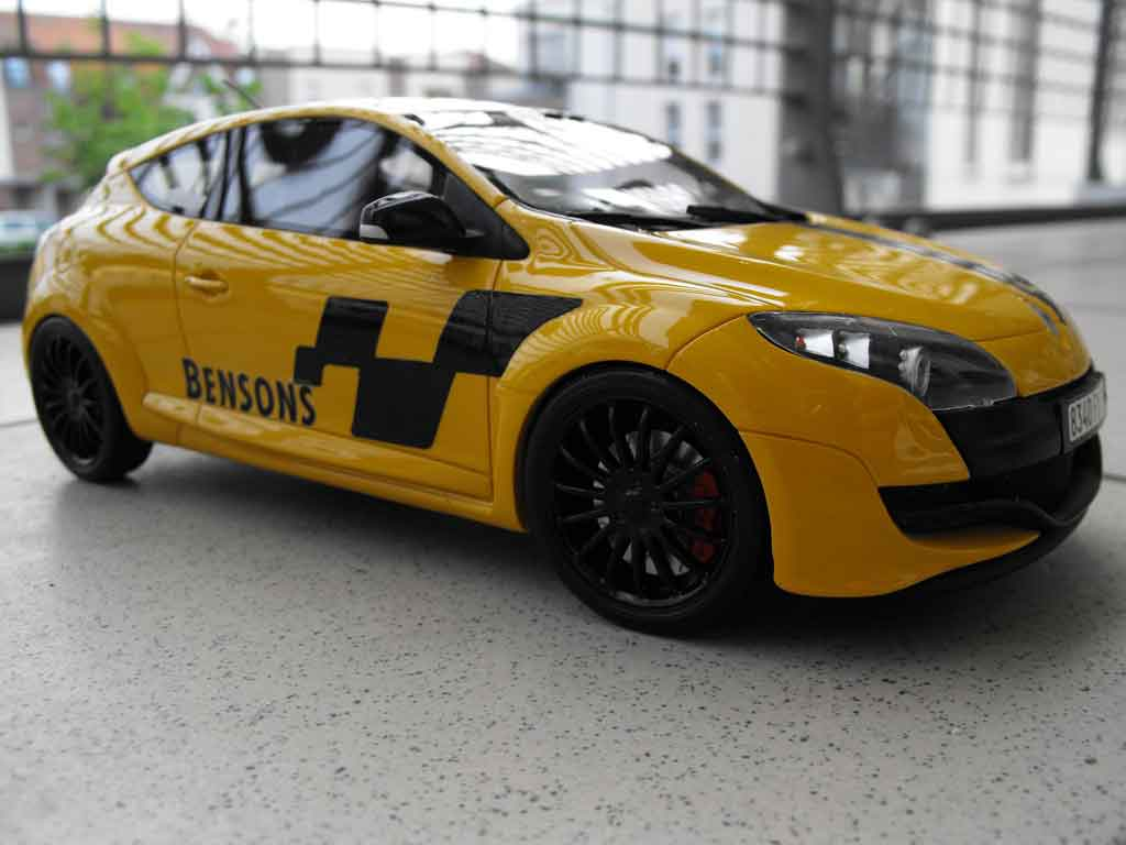 Renault Megane RS 250 1/18 Ottomobile 2.0 t yellow deco renault sport