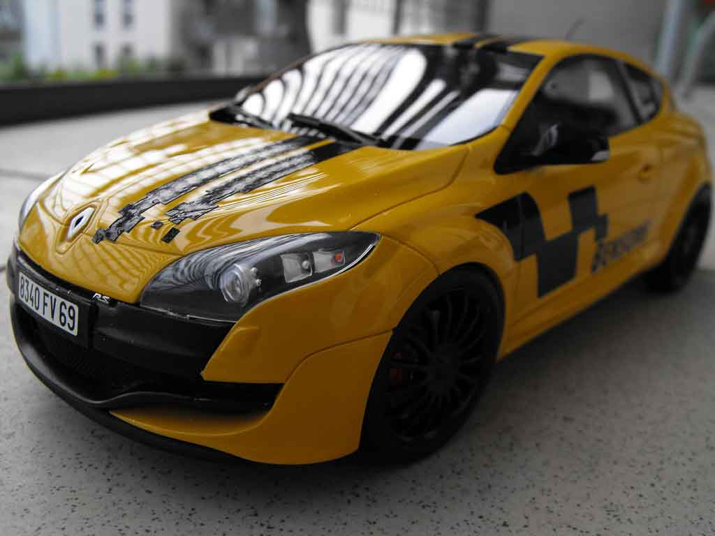 renault megane rs 250 miniature 2 0 t jaune deco renault sport ottomobile 1 18 voiture. Black Bedroom Furniture Sets. Home Design Ideas