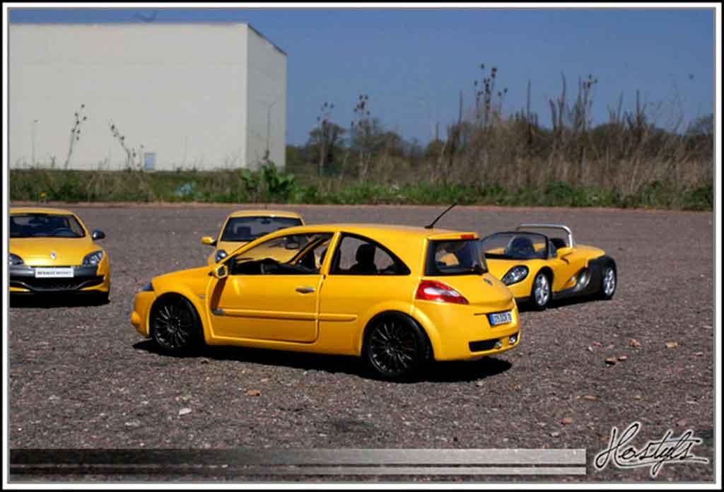 renault megane sport miniature rs jaune siryus burago 1 18 voiture. Black Bedroom Furniture Sets. Home Design Ideas