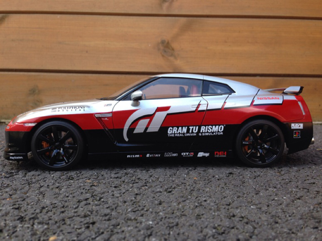 Nissan Skyline R35 1/18 Kyosho decoration Gran Turismo