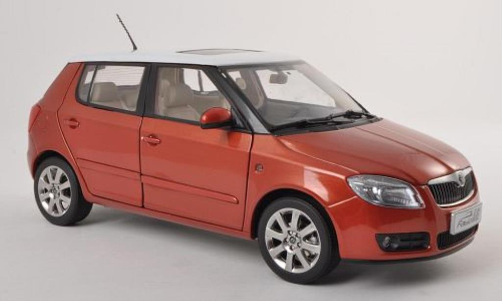 skoda fabia ii miniature kupfer blanche 2008 paudi 1 18 voiture. Black Bedroom Furniture Sets. Home Design Ideas