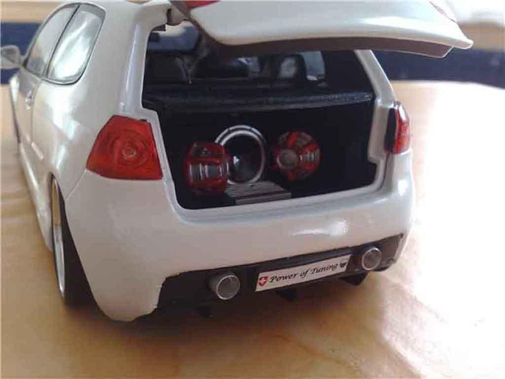Volkswagen Golf V GTI 1/18 Norev white jantes bbs