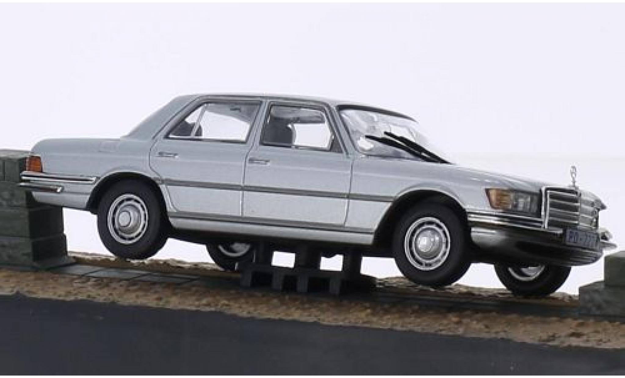 Mercedes 450 1/43 SpecialC 007 SEL grise James Bond 007 In tödlicher Mission ohne Vitrine