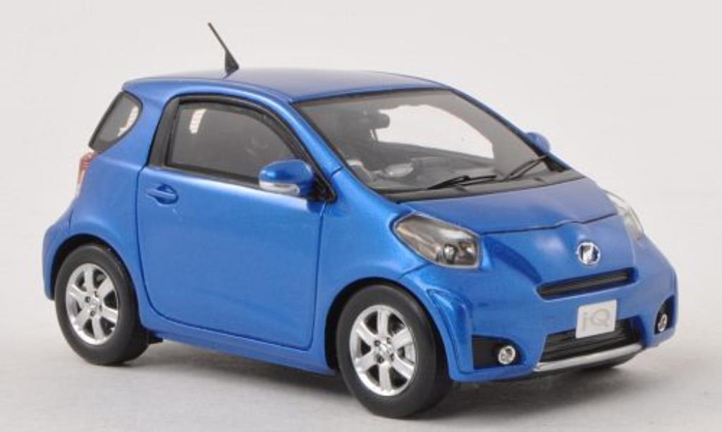 Miniature Toyota IQ bleu RHD Ebbro. Toyota IQ bleu RHD miniature 1/43