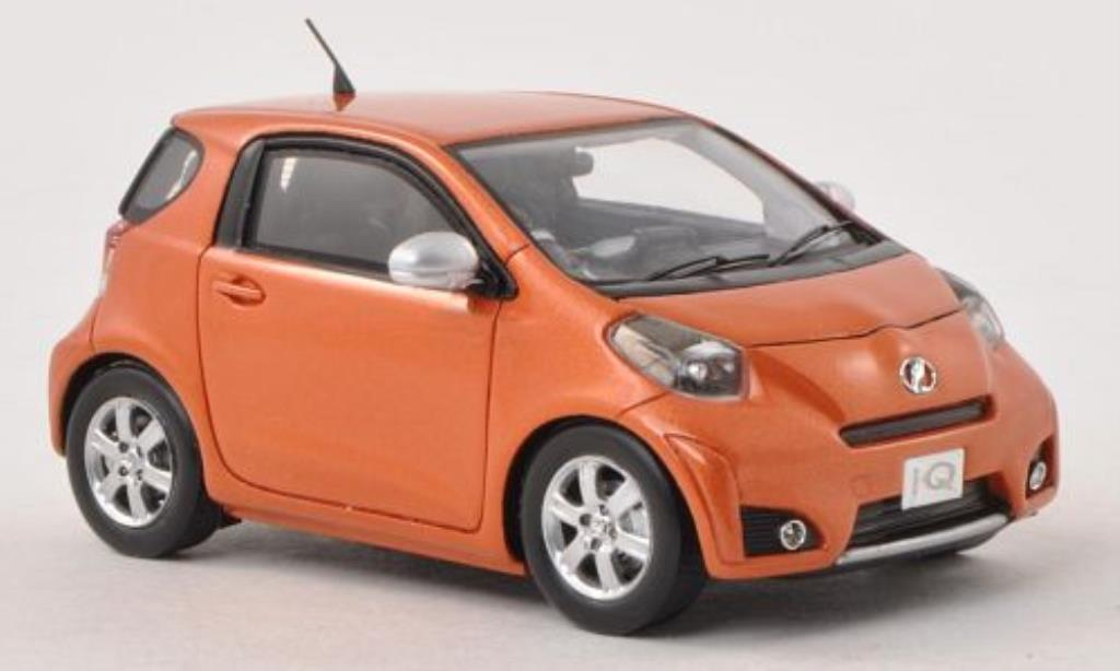 Toyota IQ 1/43 Ebbro orange RHD miniature