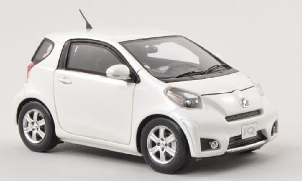 Miniature Toyota IQ blanche RHD Ebbro. Toyota IQ blanche RHD miniature 1/43
