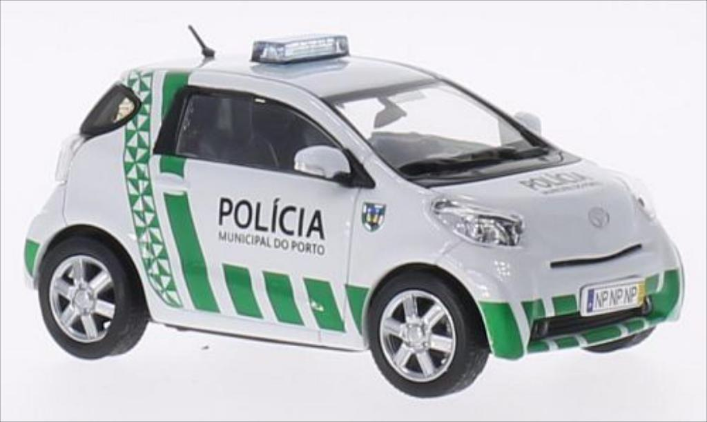 toyota iq polizei portugal porto 2013 mcw modellauto 1 43 kaufen verkauf modellauto online. Black Bedroom Furniture Sets. Home Design Ideas