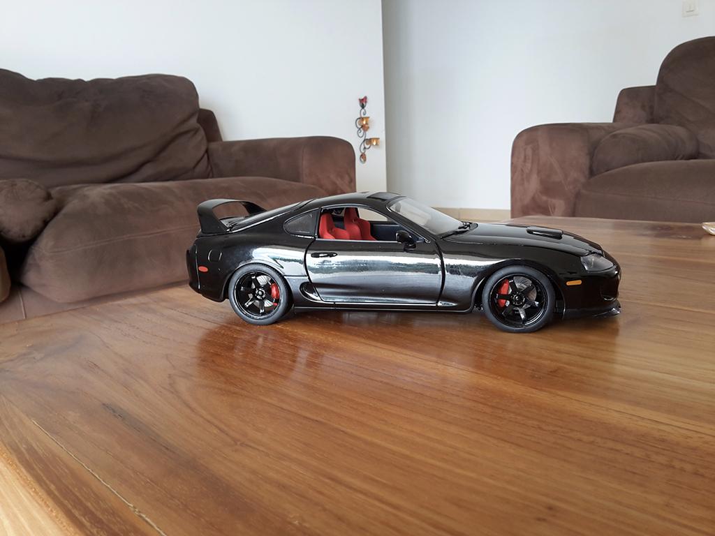 Modèle réduit Toyota Supra noire jantes 18 pouces et disques de frein tuning Kyosho. Toyota Supra noire jantes 18 pouces et disques de frein miniature 1/18