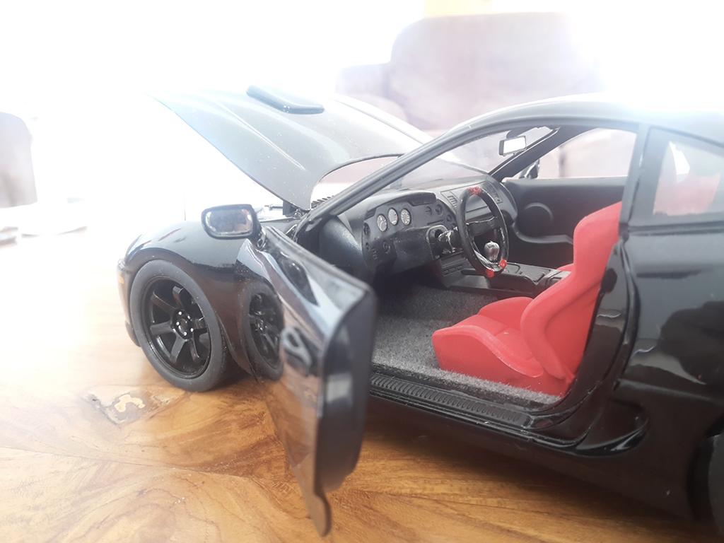 Toyota Supra noire jantes 18 pouces et disques de frein tuning Kyosho. Toyota Supra noire jantes 18 pouces et disques de frein miniature modèle réduit 1/18